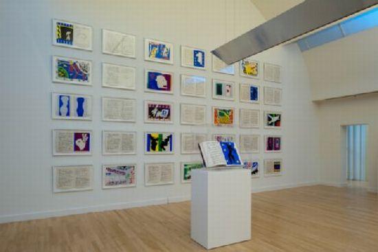 Foto van het  tentoongestelde boek Jazz van Henri Matisse in Museum de Fundatie