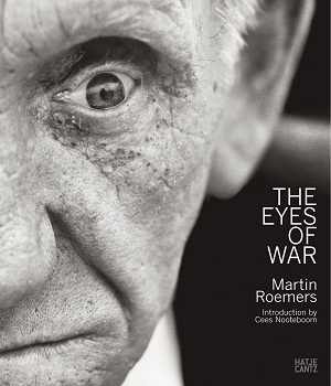 Omslag van Martin Roemers. The Eyes of War (Hatje Cantz, 2012)